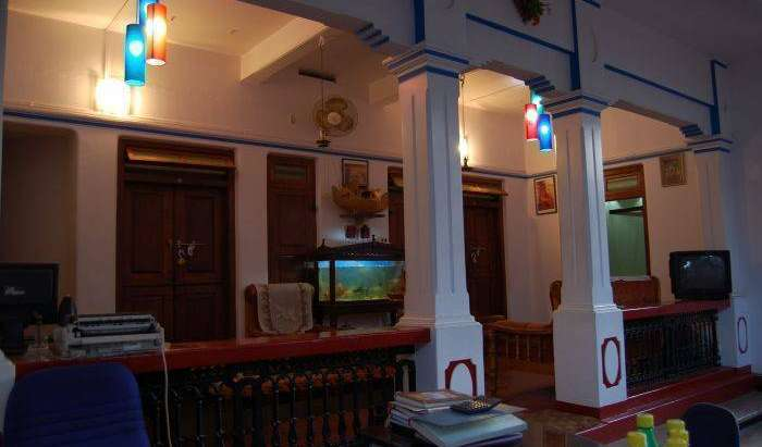 Reserve low rates for hotels and hostels in Alleppey