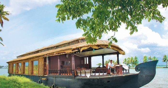 Make cheap reservations at a hotel like Cosy Houseboats