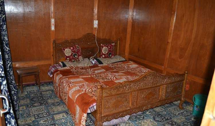reservations for winter vacations in Srinagar, India