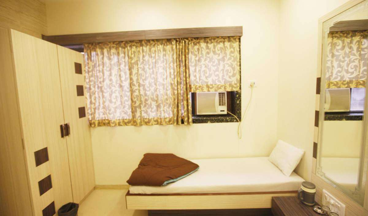 Book hotels and hostels now in Breach Candy, Mumbai