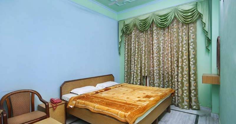 Make cheap reservations at a hotel like Hotel Raj Bed and Breakfast